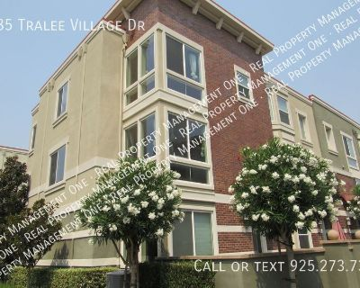 Gorgeous 4 Bed, 3.5 Bath End Unit Townhome in Perfect Dublin Location