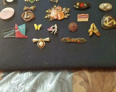 Vintage 20 pc Mixed Lot of Brooches / Pins! Silver Tone and Gold Tone
