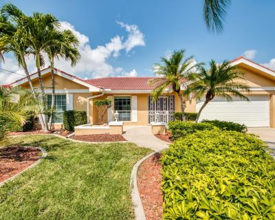 Casa Paradise, Beautiful Rental Vacation Home Located In Desirable SE Cape Coral - Caloosahatchee