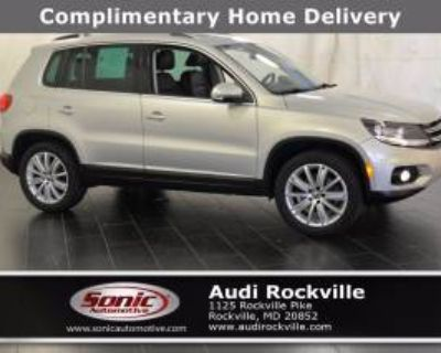 2012 Volkswagen Tiguan SE with Sunroof & Navigation FWD Auto