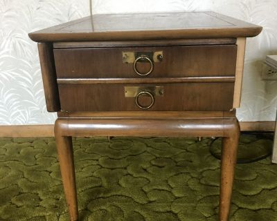 Mid century end table with drawer