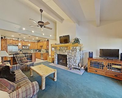 Cozy One Bedroom Condo with Loft! Close to Slopes! Free WiFi and Parking! (Snowbird 206) - Mammoth Lakes