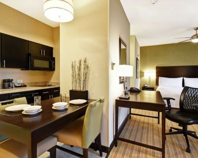 2-Bedroom Suite at Homewood Suites by Hilton Fort Worth West Cityview, TX by Suiteness - Fort Worth