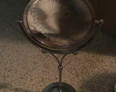 Counter makeup mirror