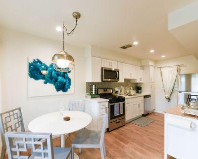 Modern, Remodeled 2 bed /2 bath Glendale Condo,1 Reserved Parking, Washer/Dryer - Downtown Glendale