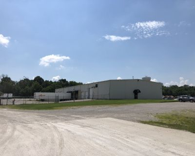6,200-8,700 sf of Warehouse & Office Space with additional Lot Parking