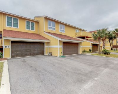 Bright, Updated Townhouse with Deck & Shared Pool - Pensacola Beach