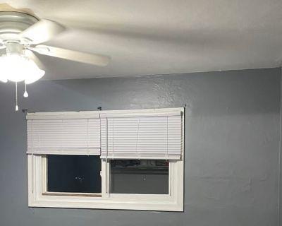Private room with shared bathroom - Virginia Beach , VA 23453