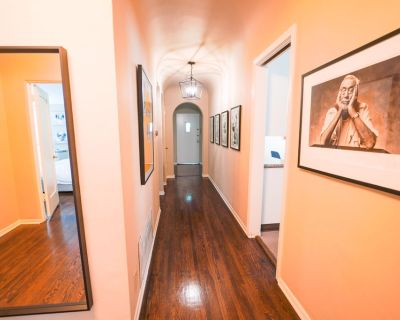 2BR + 2 full bath Luxury duplex with Cinema and smart features - Carthay Circle