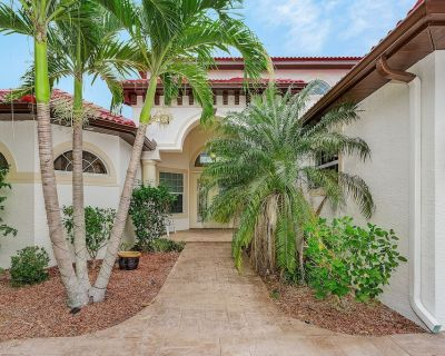 Near New, Large, 5 Bedroom Home On A Canal In Cape Coral, Florida. - Peninsula Point