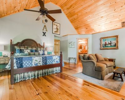 Relax_Hot Tub_King Size Bed_Gas Fireplace_Fire Pit_BBQ Grill_Forest_Hammock - Dahlonega