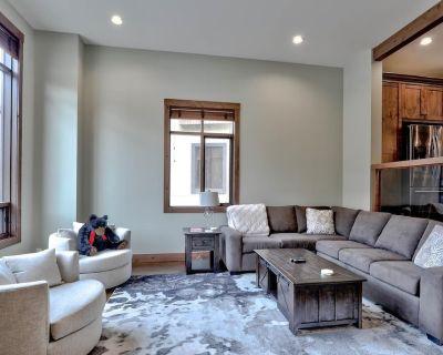 Modern 3 bedroom townhouse with brand new amenities - Sun Peaks