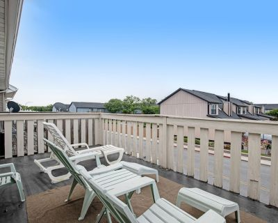 2-story Dog-friendly Townhouse W/covered Deck, Shared Pool, Free Wifi, Fireplace - North Ocean City