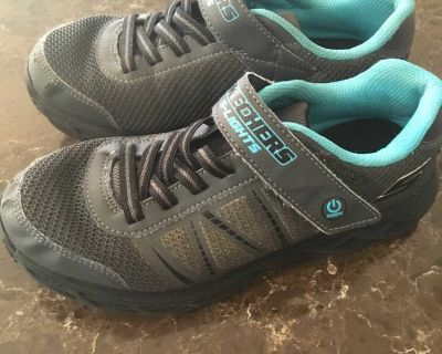 Sketchers S lights- size 4 in EUC- has excellent grip on the sole and great support- quick pick up for $7