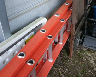 40 ft ladder excellent condition