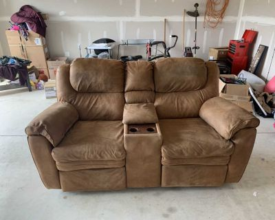 Reclining Loveseat! Free Delivery