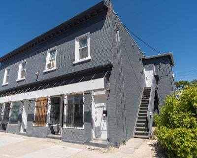 High Traffic Retail/Office Space Available with Street Exposure