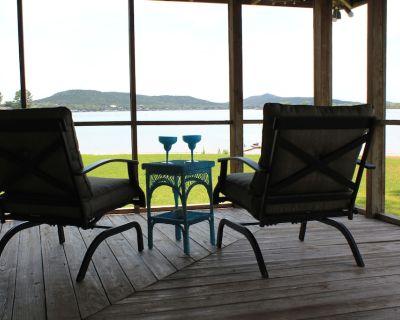 Gorgeous views! Renovated waterfront. Cozy retreat. Super clean! - Graford