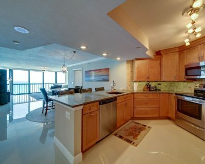 three bedroom condo right on the ocean fully furnished - Hutchinson Island South