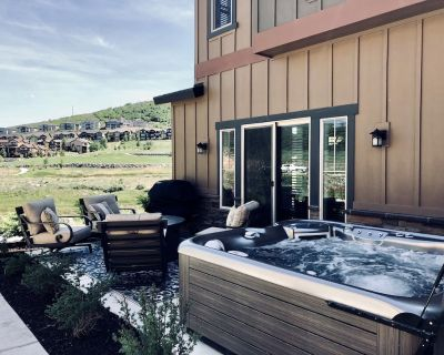 New Luxury Park City- Private Hot Tub & gas fire pit, near SKI RESORTS. - Heber City