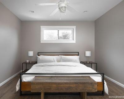 King Bed & 2.5 baths * Google Fiber * BBQ* - Ward Parkway