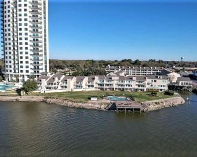 Waterfront Condo Clear Lake - 2 Beds, 2 Baths - El Lago