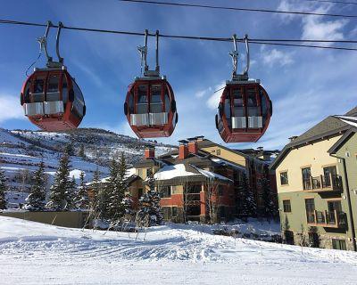 Ski-In/Ski-Out Base of Waldorf Gondola 4-Bedroom Villa + Amenities - Park City