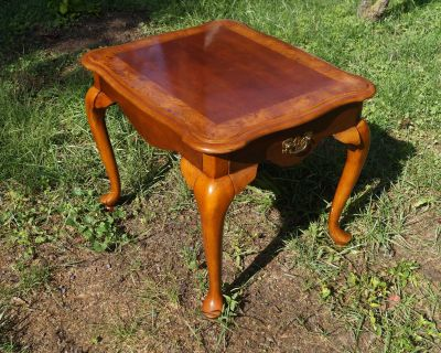 Walnut Veneer Queen Anne Style Side Table with One (1) Drawer