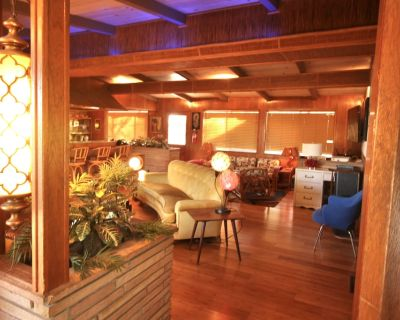 Mid-Century House near park with original Tiki features, beds for 6, & 2 bars! - Joshua Tree