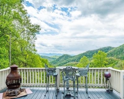 Luna Lair: Hot tub with amazing MTN views - Mars Hill