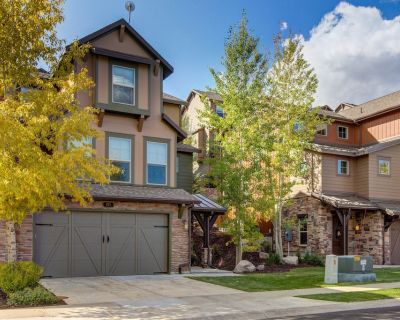 Family-friendly townhouse w/ private hot tub & shared seasonal pool - dogs OK! - Heber City