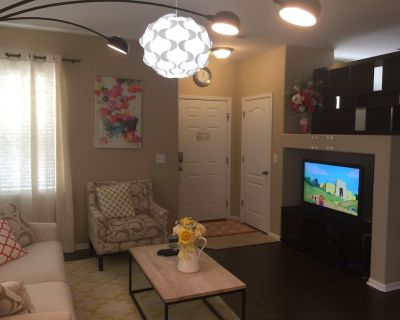 15-min-to-DIA and Gaylords Resort Townhouse for up to 6 guests - Commerce City