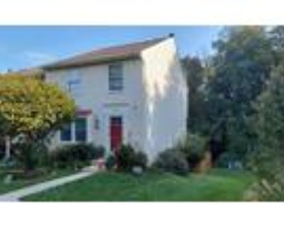 Roommate wanted to share 3 Bedroom 3 Bathroom Townhouse...