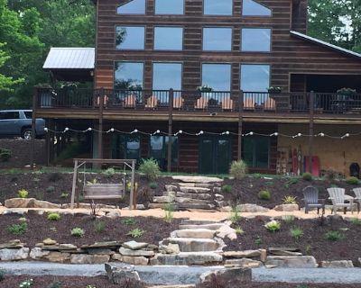 Epic Lake Playground in Blue Ridge Mtns Sleeps 16, hot tub, boat dock, game room - Blairsville