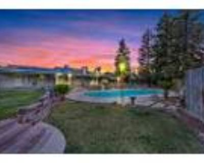 NW With A Pool & Guest House - RealBiz360 Virtual Tour