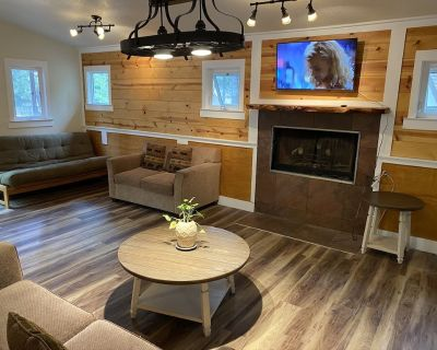 2 Bedroom Villa with Kitchen Fireplace - Sleeps 9 - Big Bear Lake