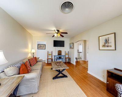 Family-Friendly House w/Free WiFi, AC, Private Hot Tub, Firepit, Enclosed Yard! - Fredericksburg