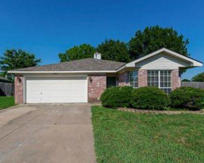 10800 Pebblecreek Ct, Benbrook, TX 76126 3 Bedroom Apartment