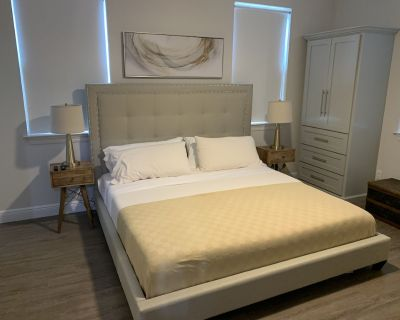 Lower Level Upscale Midtown Apartment! . - Mobile