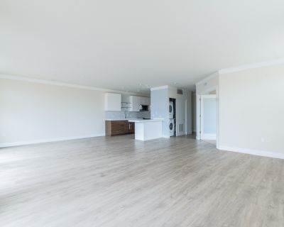A True Must See, 2 bed/2.5 bath Condo Quality Highland Park Rental with Fitness and Media Room, Elevator Building!