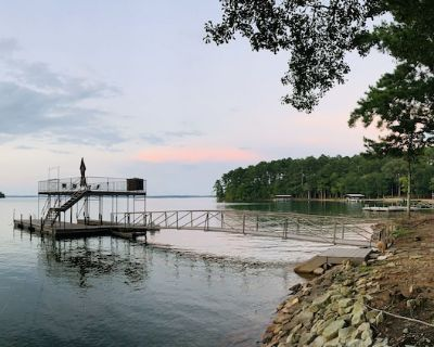 Stunning Lake Views, Family/Pet Friendly, 2 Docks - Hartwell