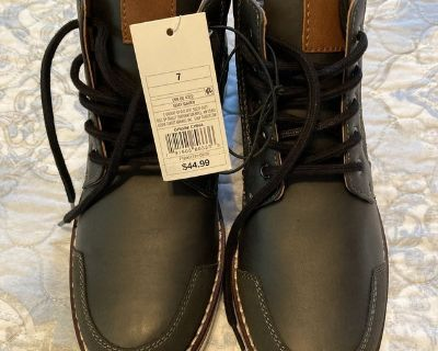 New Men s boots size 7