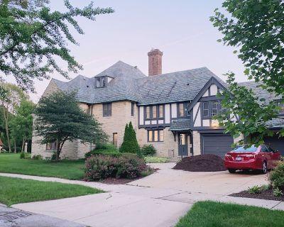 Michigan lake luxury mansion with 8 bedrooms - Shorewood