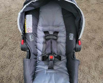 Graco Snugride 30 click and connect car seat