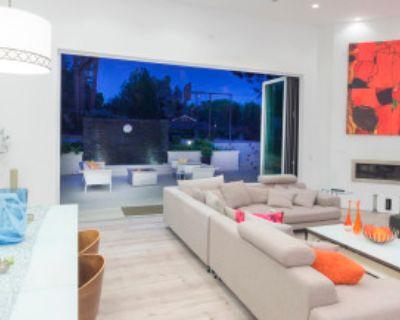 Mid Century Modern Malibu Style Modern Villa, Los Angeles, CA