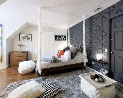 Pillow Talk - One Bedroom Apartment, Sleeps 4 - Lynnhaven