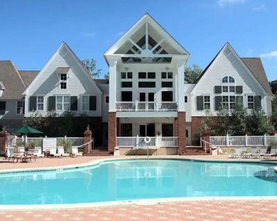 Sleeps 12 Spacious Town Home, Indoor/Outdoor Pool, Golf, Close To Parks - York