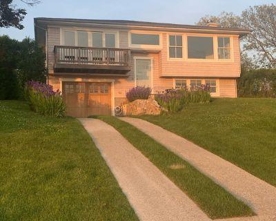 4 bedroom Ditch Plains Montauk. 3 blocks to the beach and ocean views - Montauk