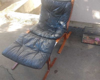 GUC Teak lounger chair and foot stool