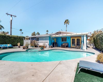 Dog-Friendly Desert Gem w/Mountain Views, Private Pool/Spa, Fast WiFi, Gas Grill - Palm Springs